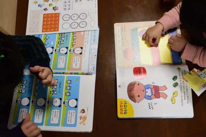 娘2人が幼児ポピーで学ぶ姿