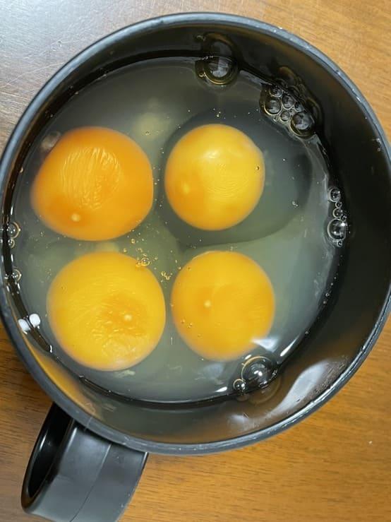 ココノミで届いた卵は黄色かった